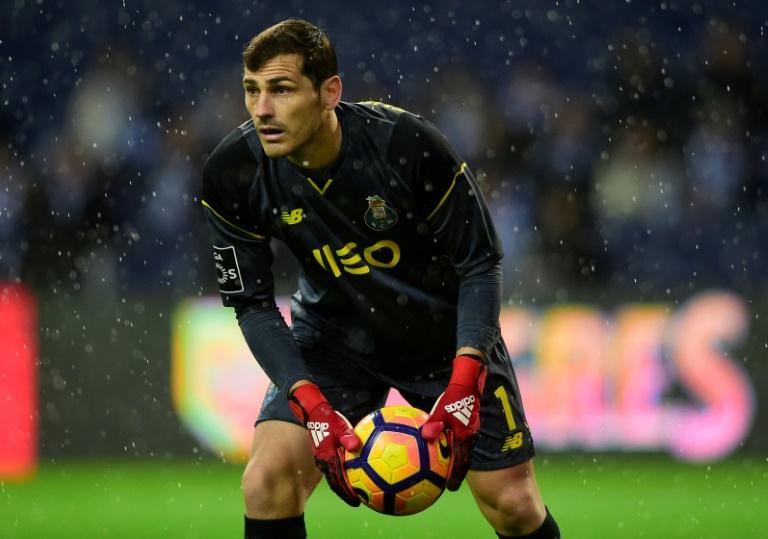 Le gardien de but espagnol du FC Porto Iker Casillas contre le Maritimo Funchal en Championnat du Portugal, le 15 décembre 2016 à Porto