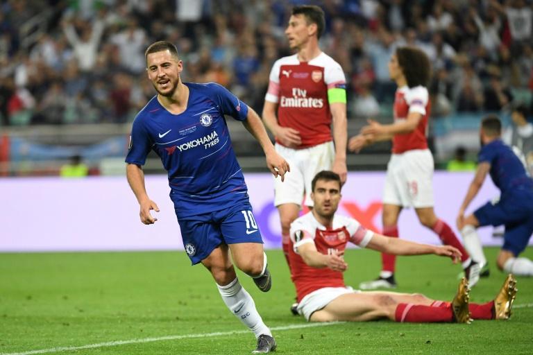 L'attaquant belge de Chelsea Eden Hazard (g) vient de marquer contre Arsenal en finale de la Ligue Europa, le 29 mai 2019 à Bakou