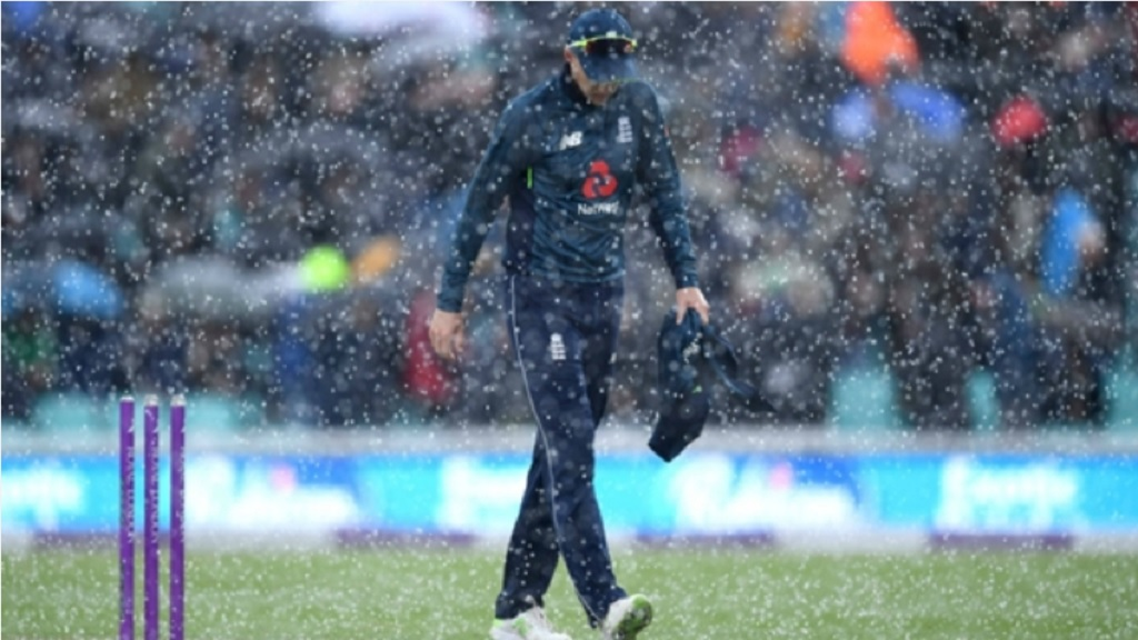 Joe Root in the rain at The Oval.