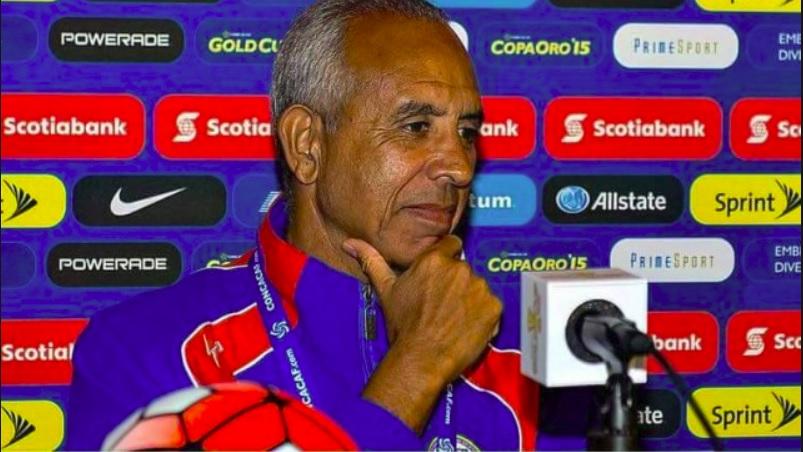 Le coach de la sélection haïtienne de football lors d'une conférence de presse. Photo: www.caribbeannationalweekly.com