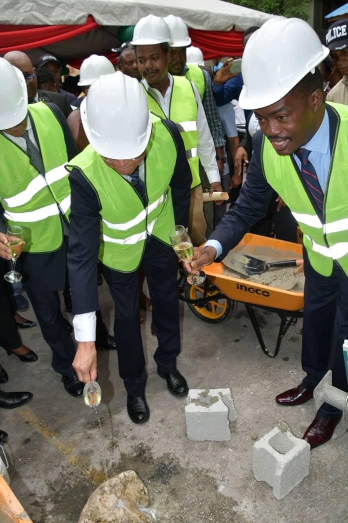 Cérémonie de lancement des travaux de réhabilitation et de renforcement du bâtiment de la Faculté des Sciences Humaines par le DG du BMPAD, Ignace Saint-Fleur et de l'ambassadeur du Japon, Muzuno Mitsuaki./Photo: Compte twitter BMPAD