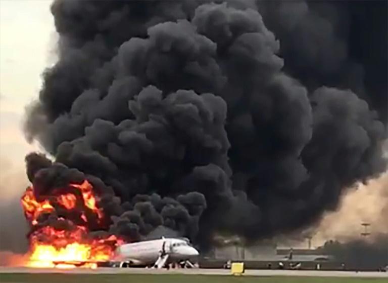Incendie d'un avion Soukhoi Superjet-100 de la compagnie russe Aeroflot à l'aéroport de Moscou-Cheremetievo, le 5 mai 2019 (capture d'écran de vidéo issue du compte Instagram Gunkevitch)