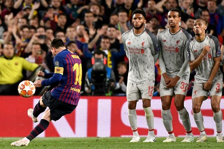 La star du Barça Lionel Messi marque sur coup franc le 3e but de son équipe contre Liverpool en demi-finale aller de Ligue des champions, le 1er mai 2019 au Camp Nou de Barcelone