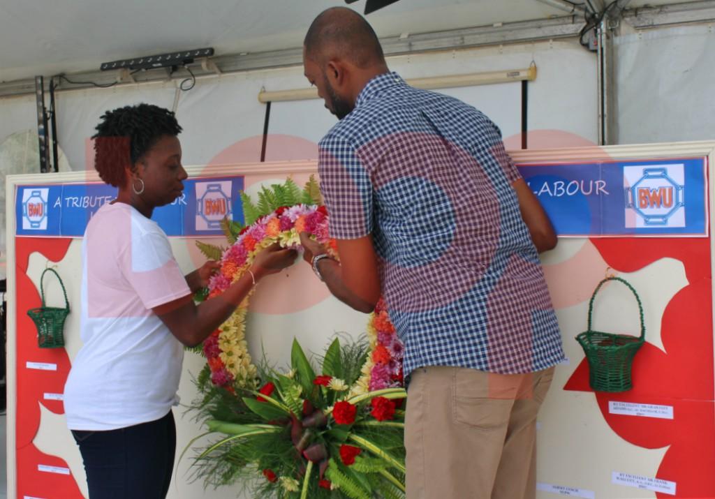 Minister promises a national minimum wage | Loop News
