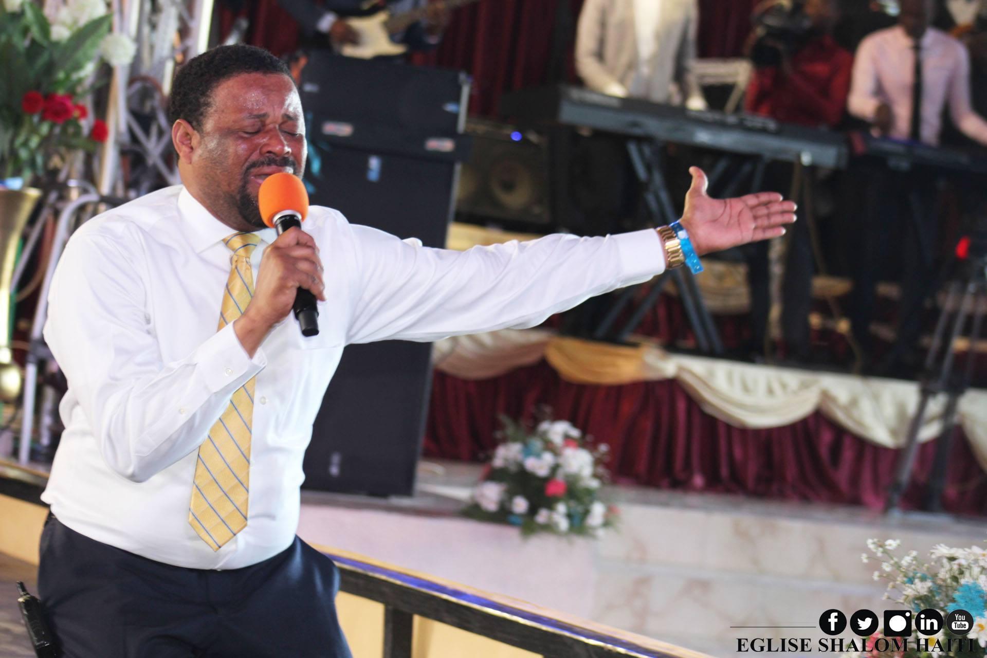 André Muscadin, principal Révérend de l'Eglise Shalom de Delmas 33