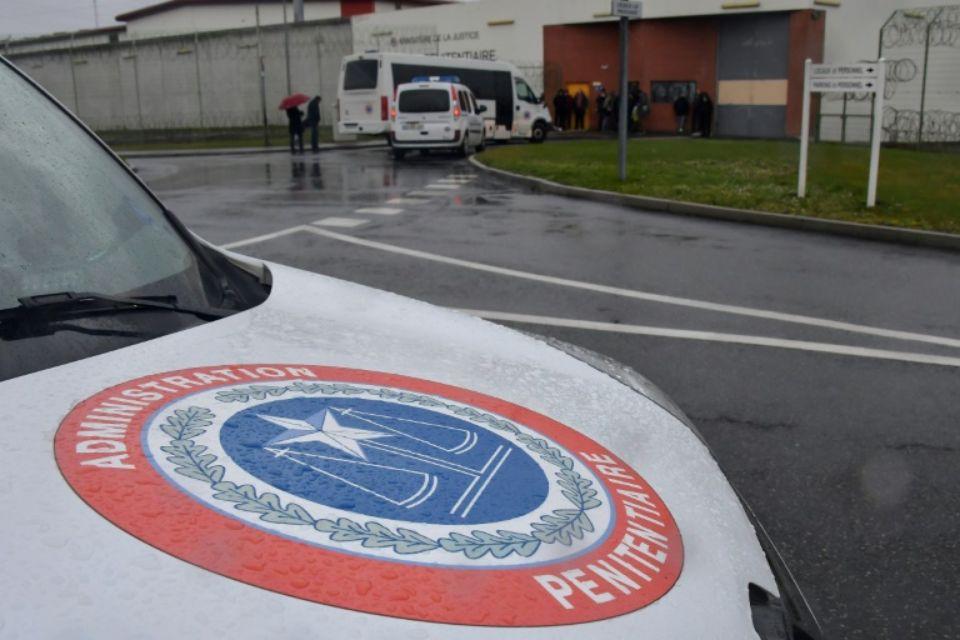Le logo de l'administration pénitentiaire sur une voiture le 6 mars 2019 à Annoeulin Photo Philippe HUGUEN. AFP