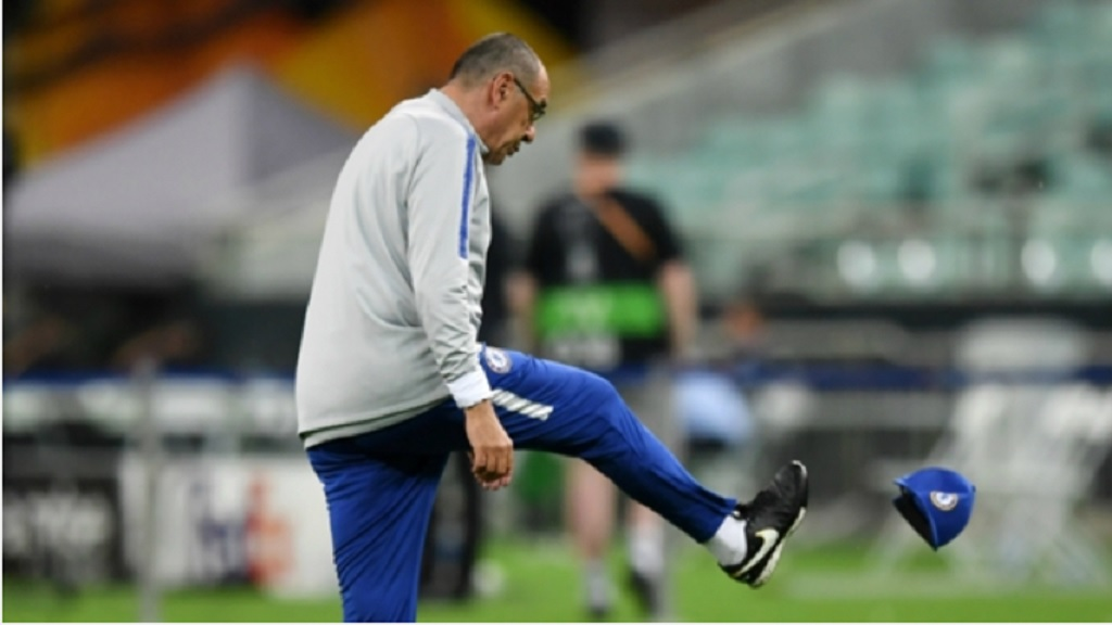 Chelsea head coach Maurizio Sarri kicks his hat.