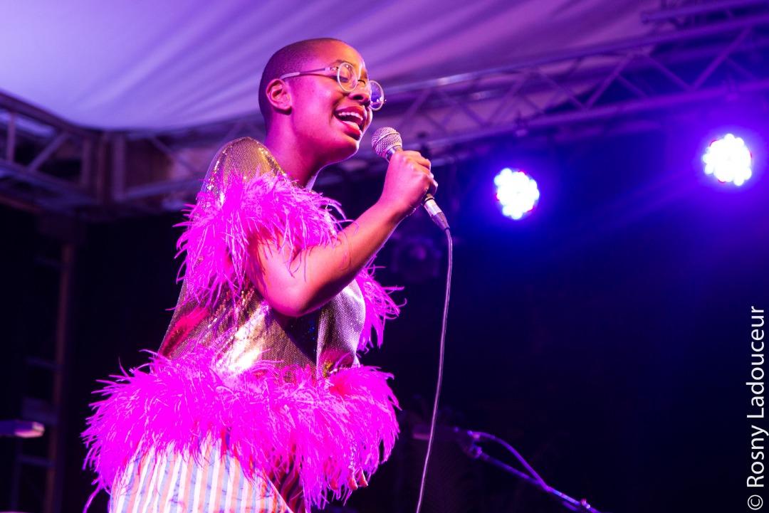 La chanteuse de jazz, Cécile MC Lorin Salvant, sur la scène du Karibe Hotel, à Pétion-Ville, le dimanche 20 janvier 2019 dans le cadre du 13e Festival International de jazz de Port-au-Prince./Photo: Rosny Ladouceur