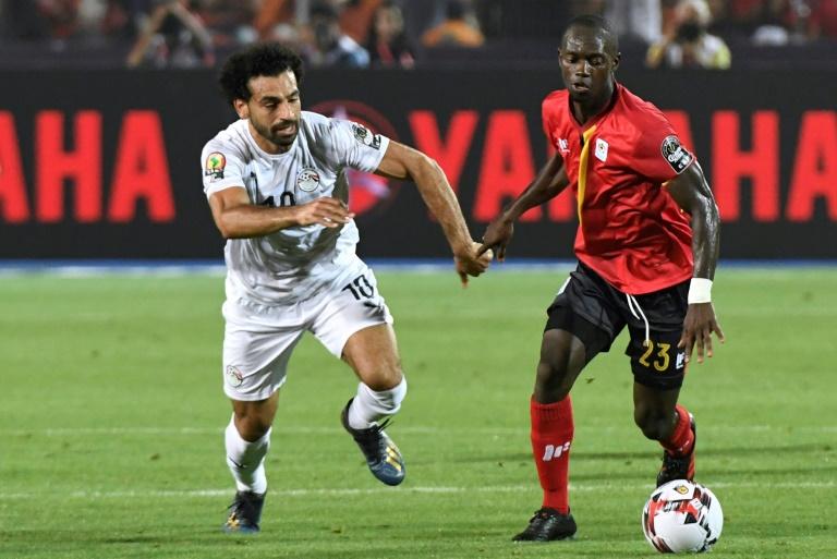 L'attaquant de l'Egypte Mohamed Salah (g) buteur lors de la victoire 2-0 sur l'Ouganda lors de la CAN le 30 juin 2019 au Caire