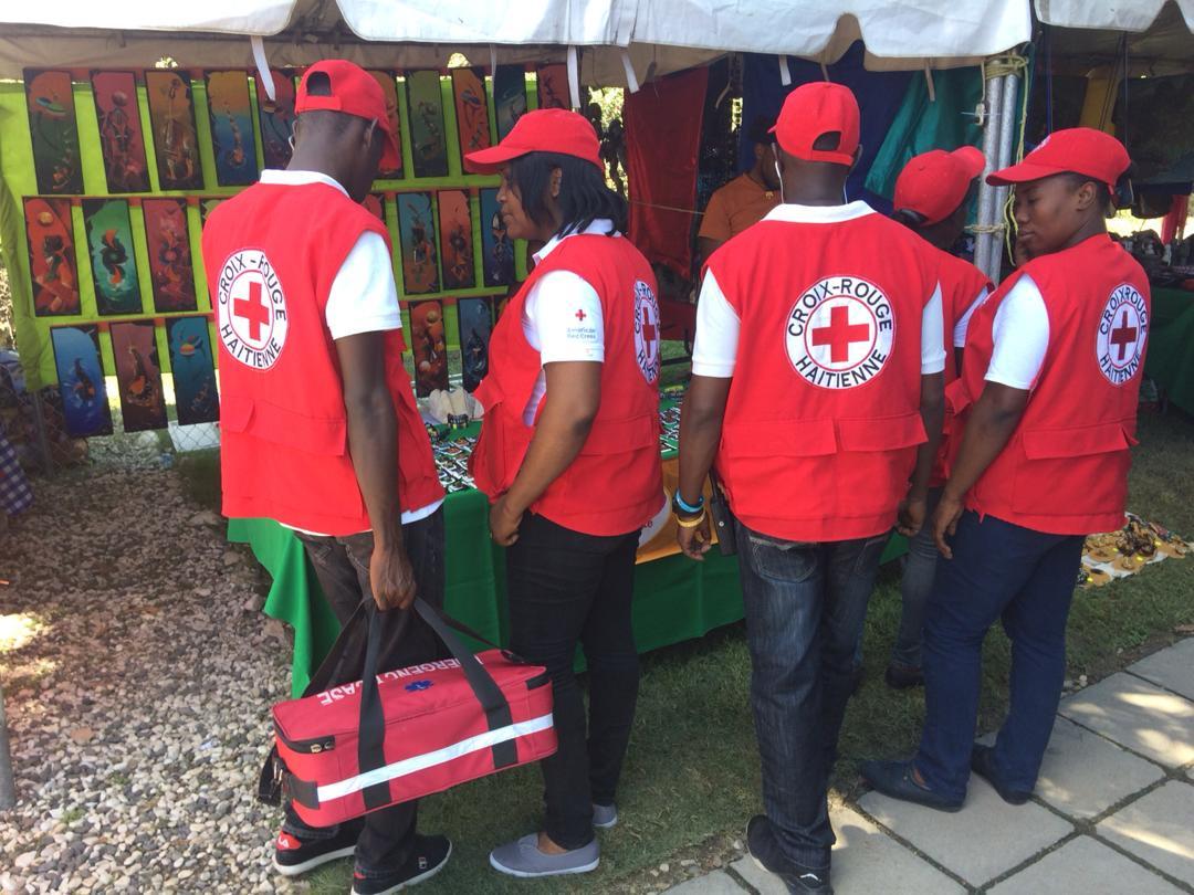 Des employés de la Croix-Rouge haïtienne participant à l'édition 2018 de la foire Artisanat en fête./Photo: Twitter CRH.