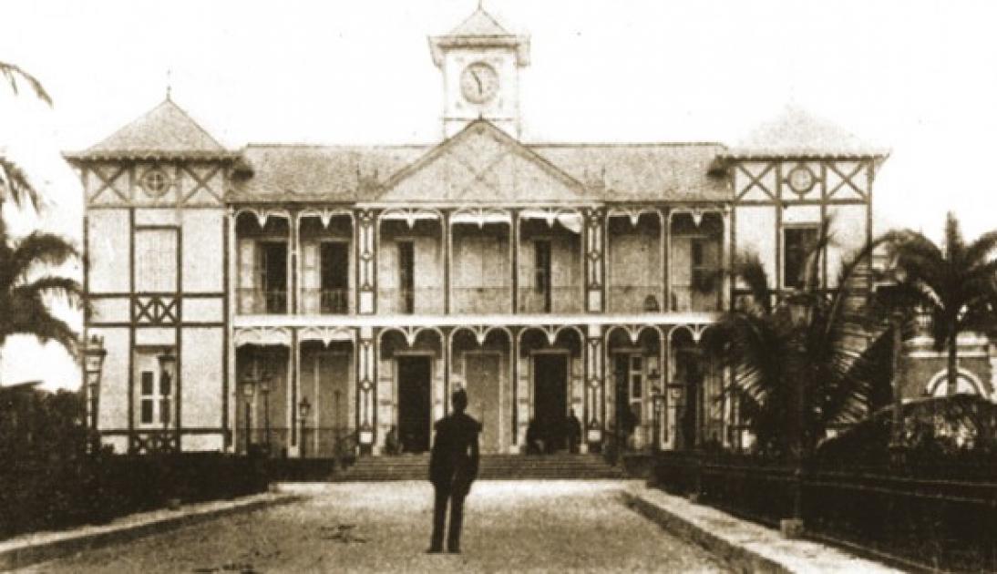 Le second Palais national, après le premier incendié en 1868, a été détruit en 1912 lors de l'explosion d'une poudrière au niveau du sous-sol./Source: La Maison d'Haiti.