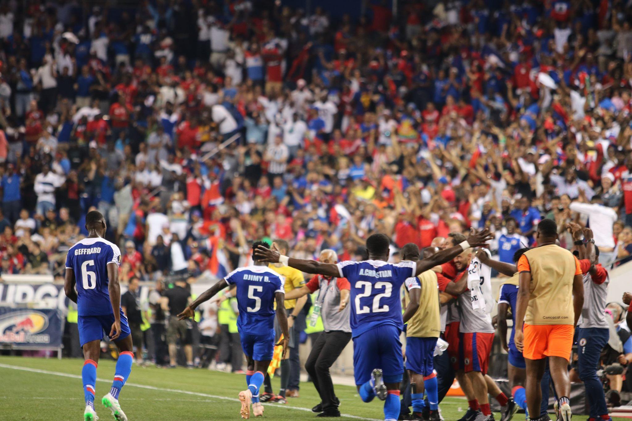 Les Grenadiers célèbrent le but victorieux contre le Costa Rica. Photo : FHF