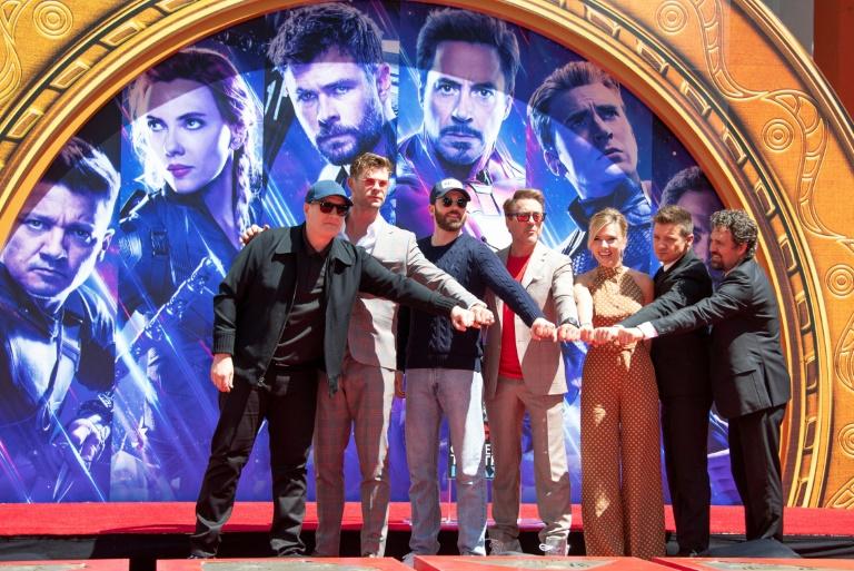 """L'équipe du film """"Avengers: Endgame"""" à Hollywood pour laisser ses empreintes de mains dans le ciment du Chinese Theatre, le 23 avril L'équipe du film """"Avengers: Endgame"""" à Hollywood pour laisser ses empreintes de mains dans le ciment du Chinese Theatre, le 23 avril GETTY IMAGES NORTH AMERICA/AFP/Archives"""