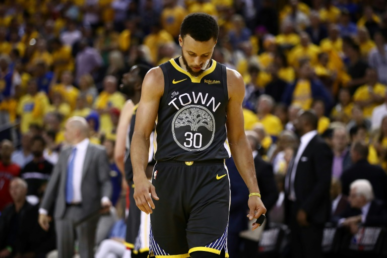 Stephen Curry défait avec Golden State Warriors par les Raptors lors du match 4 des finales NBA, le 7 juin 2019 à Oakland