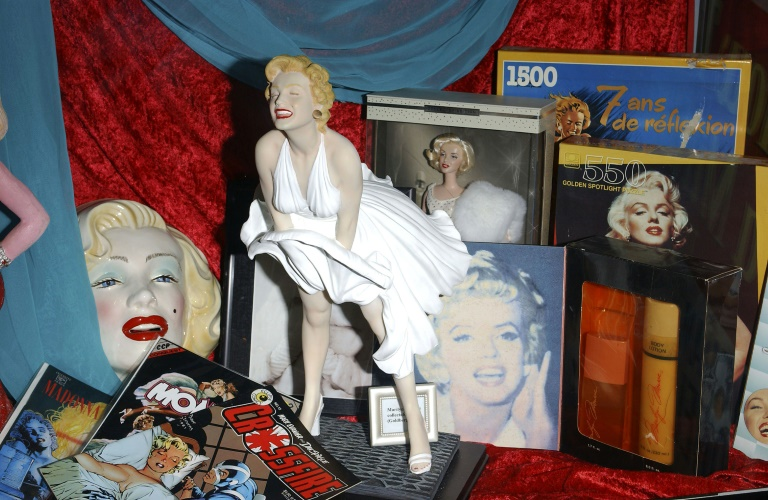 Des souvenirs évoquant Marilyn Monroe exposés au Hollywood Museum en 2004