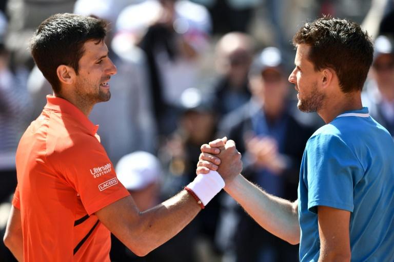 Djokovic (g) stoppé par Thiem qui rejoint Nadal en Finale le 8 juin 2019. AFP / Philippe LOPEZ