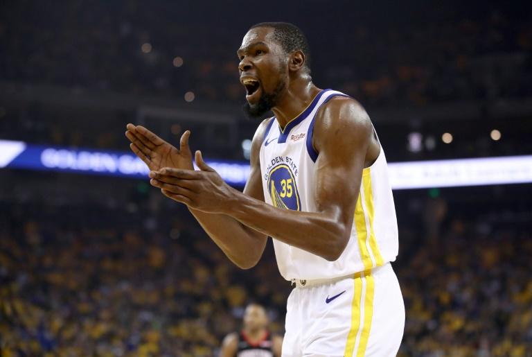 L'ailier des Golden State Warriors Kevin Durant contre les Houston Rockets en demi-finale de la Conférence Ouest de NBA, le 8 mai 2019 à Oakland (Californie)