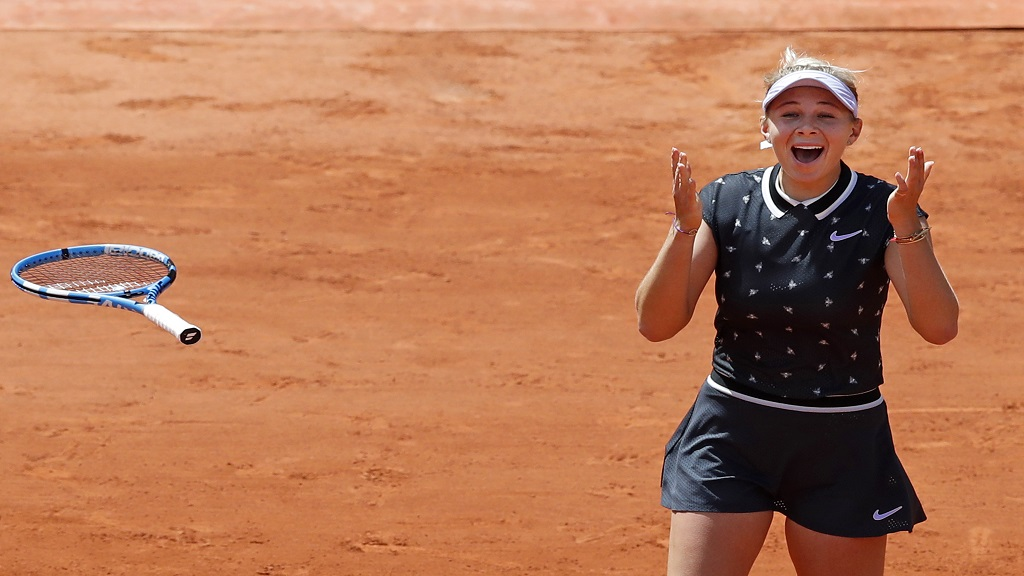 Amanda Anisimova of the U.S. celebrates winning her quarterfinal match of the French Open tennis tournament against Romania's Simona Halep in two sets, 6-2, 6-4, at the Roland Garros stadium in Paris, Thursday, June 6, 2019.