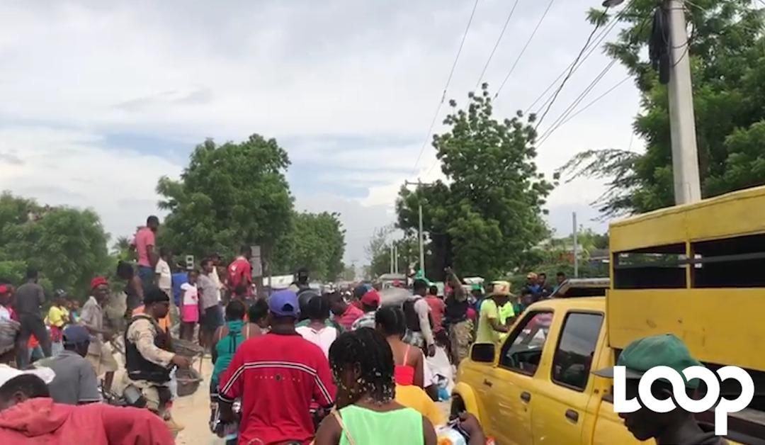 Embouteillage monstre avant et après le pont de Cabaret, fissuré suite aux averses de mardi 4 juin et aux pluies diluviennes qui se sont abattue sur plusieurs endroits du pays./Photo: Loop Haiti-capture d'écran.