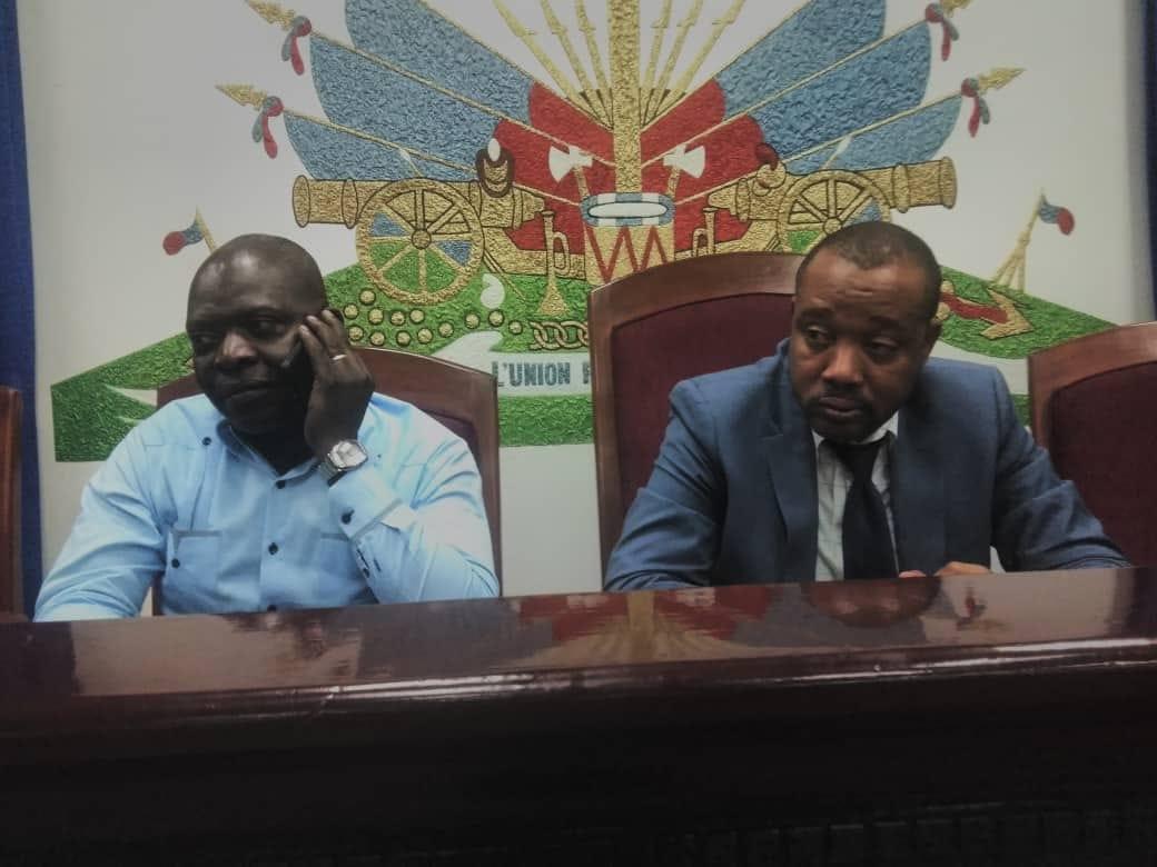 Les députésPrintemps Bélizaire (d) et Sinal Bertrand (g)