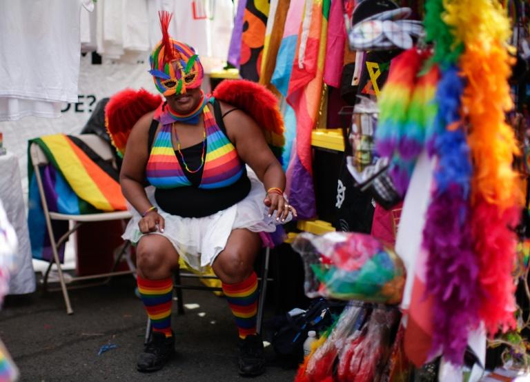 Une hôtesse d'un stand à la Harlem Pride, à New York