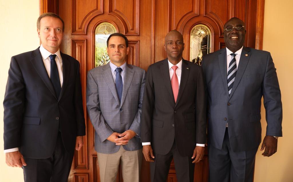 Le président Jovenel Moïse et son ministre des Affaires étrangères, en compagnie de la délégation de l'OEA en Haïti / Photo: Twitter Jovenel Moïse