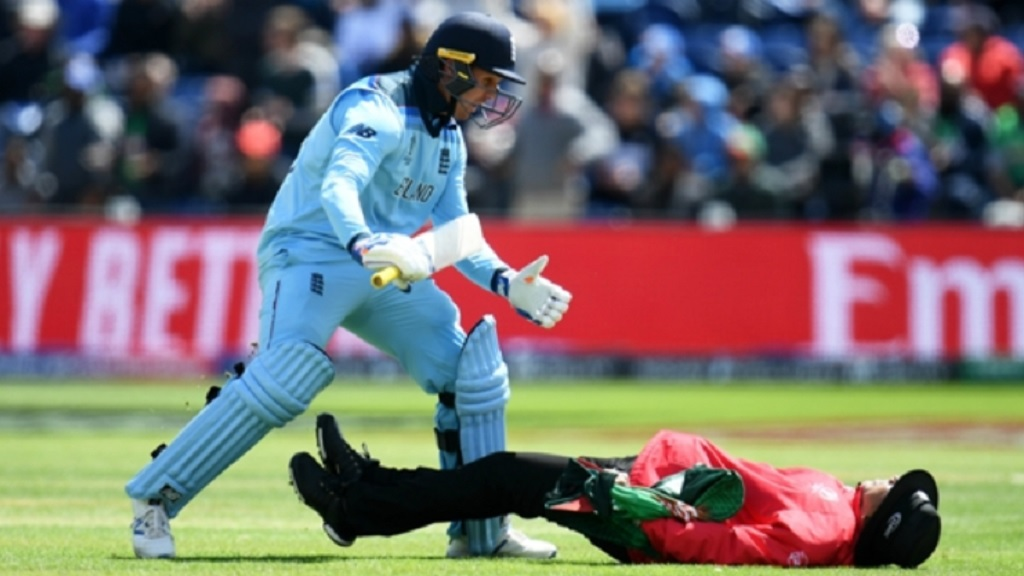 Jason Roy collides with umpire Joel Wilson.