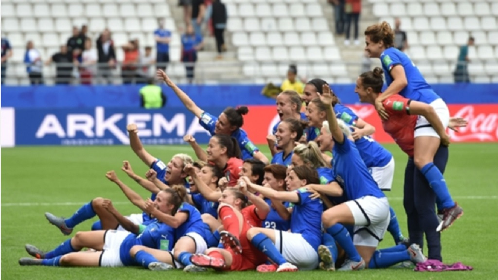 Italy beat Jamaica 5-0 to book their place in the last 16 of the Women's World Cup.