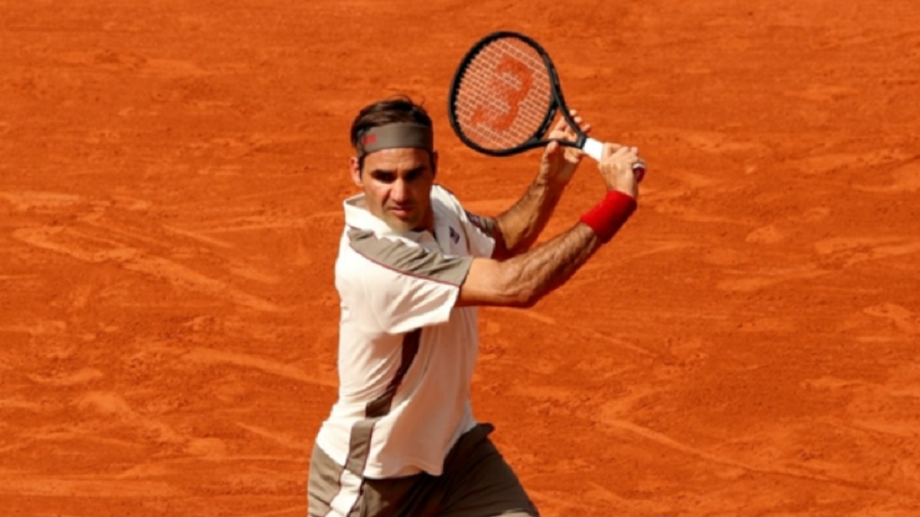 Roger Federer in action against Casper Ruud at the French Open.