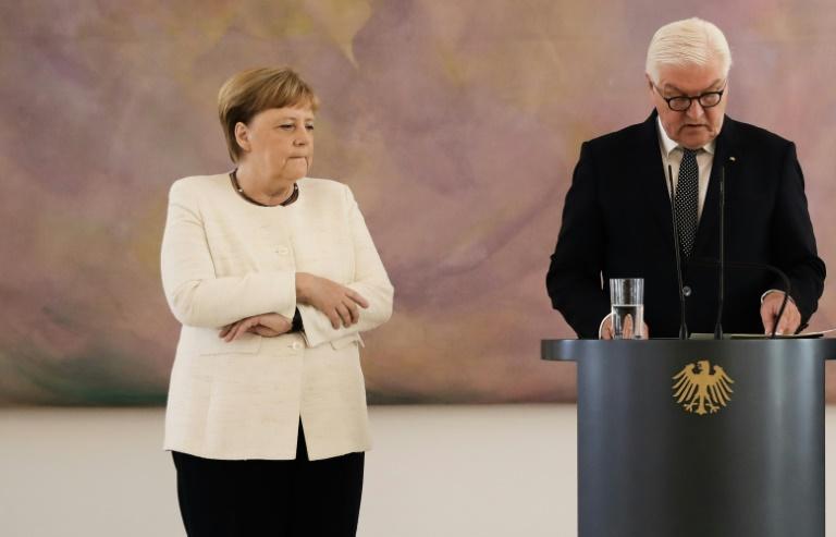 La chancelière allemande Angela Merkel assiste à un discours du président Frank-Walter Steinmeier (d) au cours duquel elle a été prise de tremblements, le 27 juin 2019 à Berlin