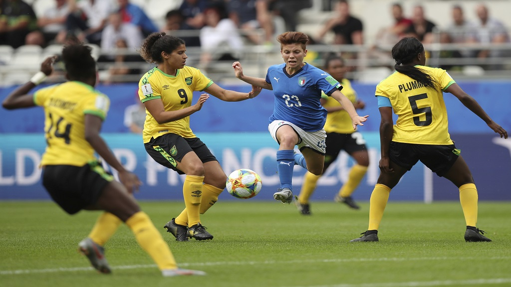Italy's Manuela Giugliano, centre, fights for the ball with Jamaica's Konya Plummer, right, Marlo Sweatman, second left, during the Women's World Cup Group C football match  at the Stade Auguste-Delaune in Reims, France, Friday, June 14, 2019.