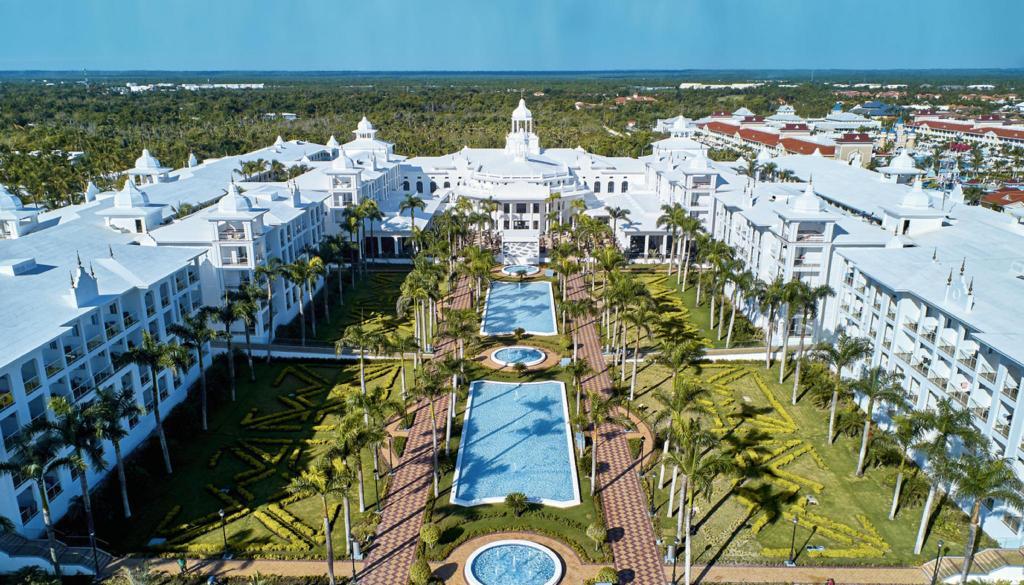 L'hotel Riu Palace situé à Punta Cana ou une quarantaine de touristes américains étaient tombés malades en avril dernier./Photo: Agoda