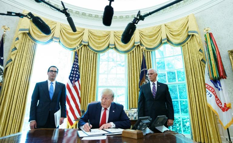 Donald Trump signe le décret imposant des nouvelles sanctions à l'Iran le 24 juin 2019 à la Maison Blanche