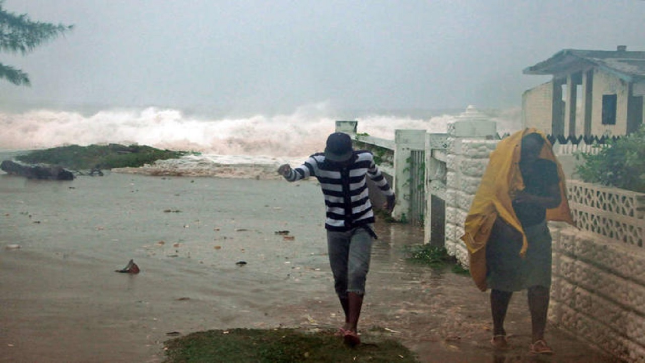 Jamaicans look for shelter as Hurricane Gilbert approached the island in 1988. (PHOTO: AP)