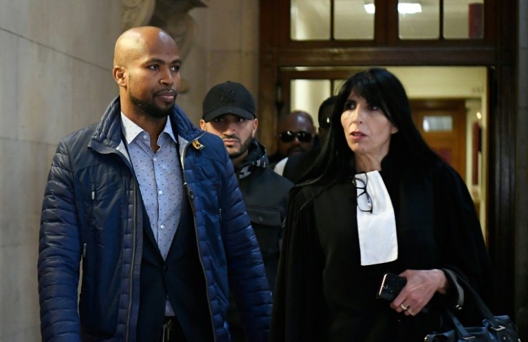 Le rappeur Rohff avec son avocate Malika Ibazatene au tribunal à Paris le 29 septembre 2019. AFP/Archives / Lionel BONAVENTURE