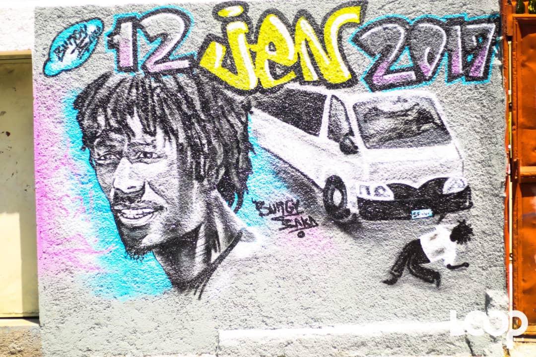 Un graffiti réalisé au local de la Faculté d'Ethnologie en hommage à l'incident de John Rock Gourgueder