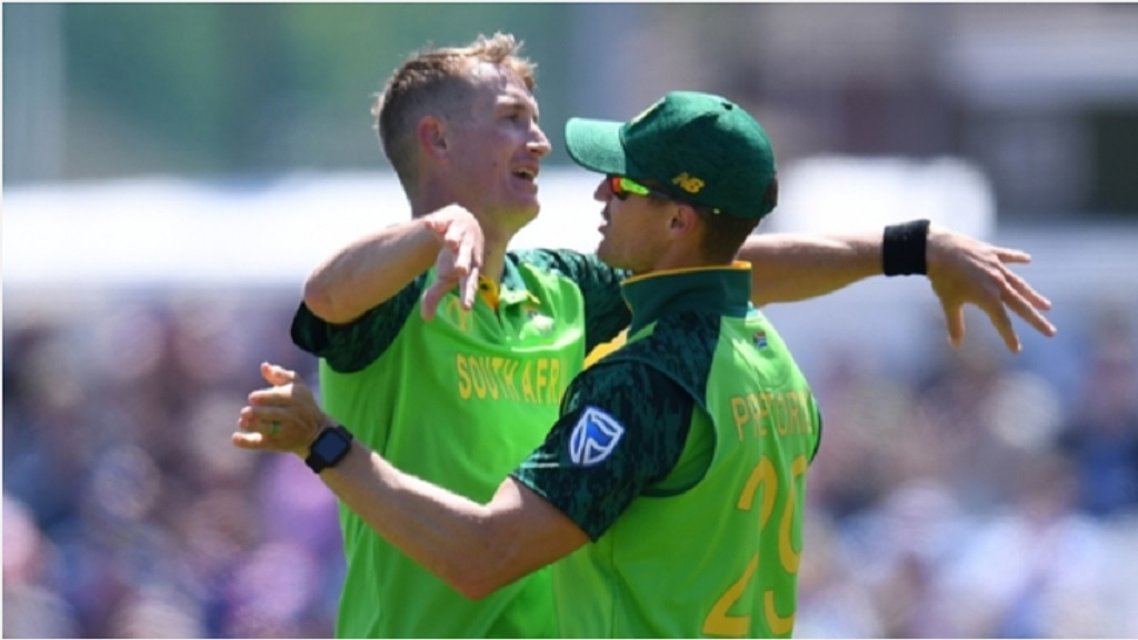Chris Morris celebrates with Dwaine Pretorius.