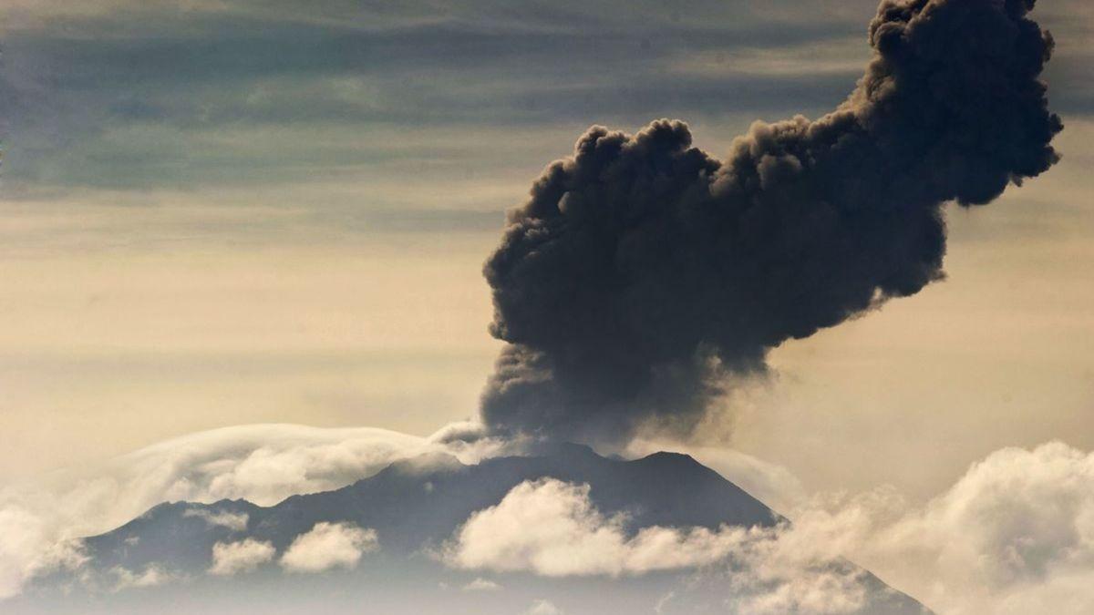 Eruption du volcan Ubinas, le 3 avril 2014 près d'Arequipa, au Pérou afp.com - ERNESTO BENAVIDES