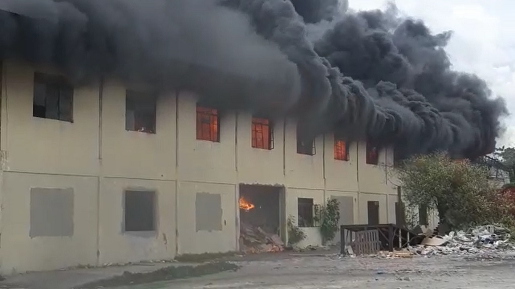 Screen grab of a video showing a massive fire gutting a building along Lyndhurst Road in St Andrew.