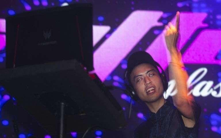 Le DJ Chenta Tsai Tseng lors d'un concert, le 4 juillet 2019 à Madrid, en Espagne AFP - PIERRE-PHILIPPE MARCOU