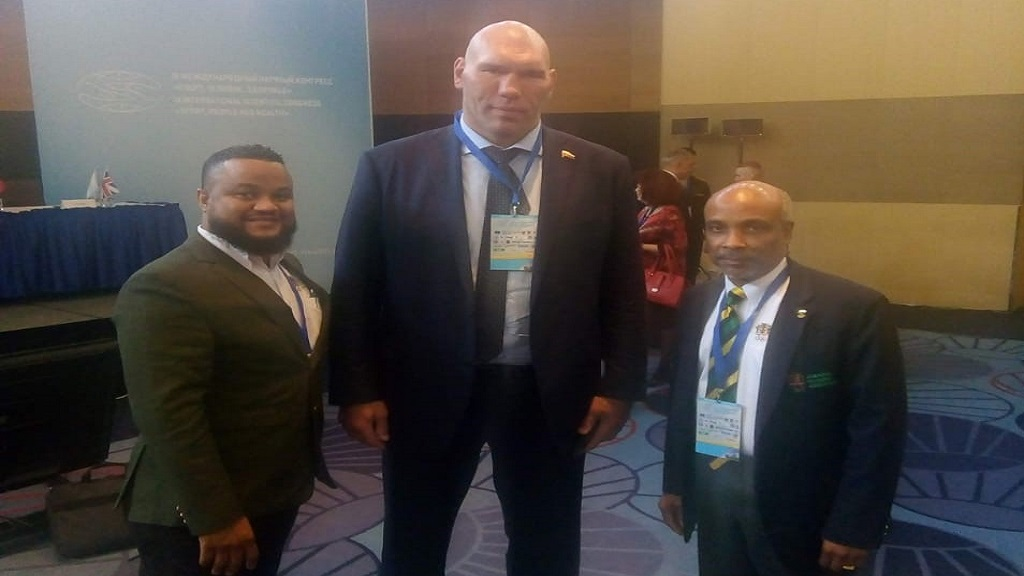 : Jamaica Olympic Association (JOA) super weights, President Christopher Samuda (right) and General Secretary/CEO, Ryan Foster (left), are met by  Russian politician and former professional boxer Nikolai Sergeyevich Valuev.