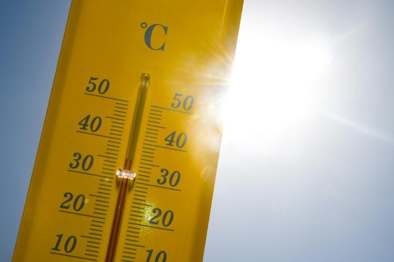 Presque 40° sur un thermomètre lors d'un épisode de canicule, le 27 juin 2019 à Rennes