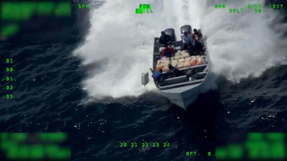 Capture d'écran d'une vidéo diffusée par la police aux frontières américaine montrant l'interception à grande vitesse d'un bateau suspecté de transporter de la cocaïne afp.com - HO