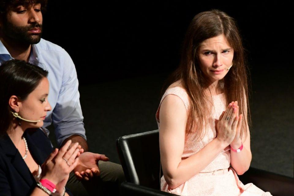 L'Américaine Amanda Knox, à droite, participe le 15 juin 2019 à Modène, en Italie, à un Congrès sur la justice et les médias afp.com - Vincenzo PINTO
