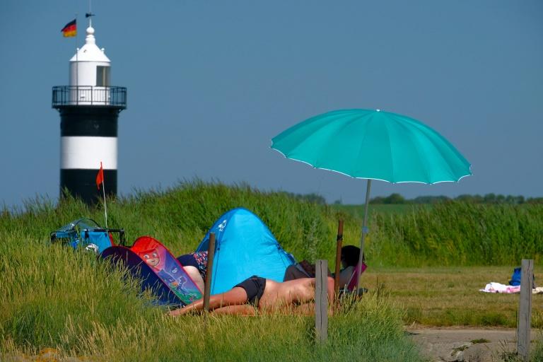 Sur une plage de la Mer du Nord en Allemagne, où le thermomètre a atteint les 34 degrés, le 24 juillet 2019 afp.com - PATRIK STOLLARZ