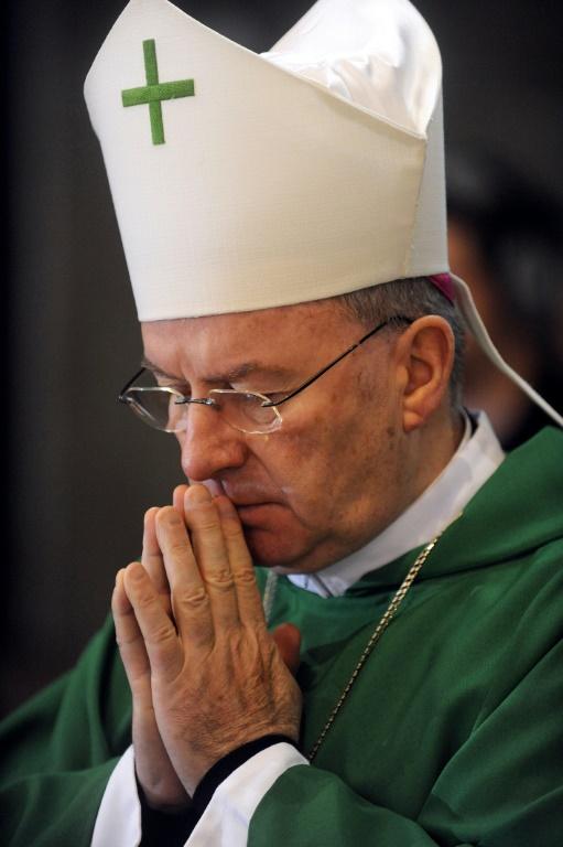 Le nonce apostolique Luigi Ventura, ambassadeur du Vatican en France, le 7 novembre 2010 lors d'une messe à Lourdes (France)