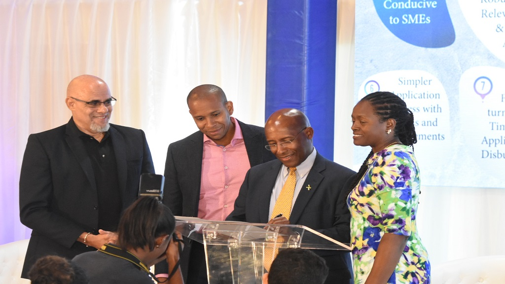 Director of the Economic Growth Council Aubyn Hill (second right) joined bankers Keith Duncan (left) JMMB Group CEO, David Noel (2nd left), JBA President and Scotia Group Jamaica CEO and Chorvelle Johnson (right), Sagicor Bank CEO at the PSOJ forum last week. (Photo: Marlon Reid)