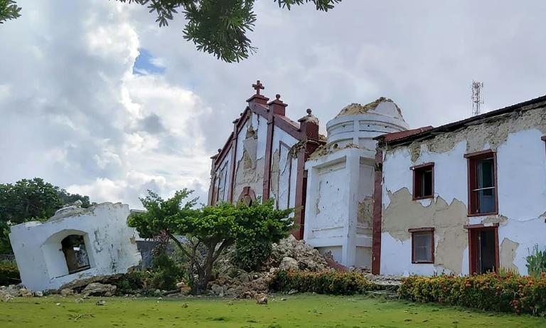 Photo obtenue auprès de Dominic De Sagon Asa montrant l'église de Santa Maria de Mayan, effondrée après des séismes qui ont frappé des îles du Nord des Philippines, le 27 juillet 2019