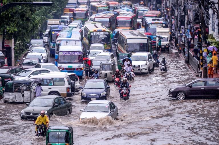 Inondation à Dacca lors de la mousson, le 12 juillet 2019