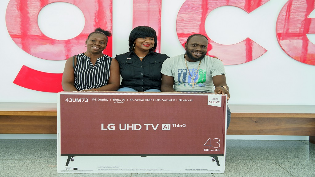 Lorie Nkrumah, Recharge Manager at Digicel Jamaica (centre) shares a special moment with Karen Barrett (left), mother of Devin Edwards, one of the weekly winners of a brand new 43-inch UHD-TV in the Digicel Saucy Summa promotion.